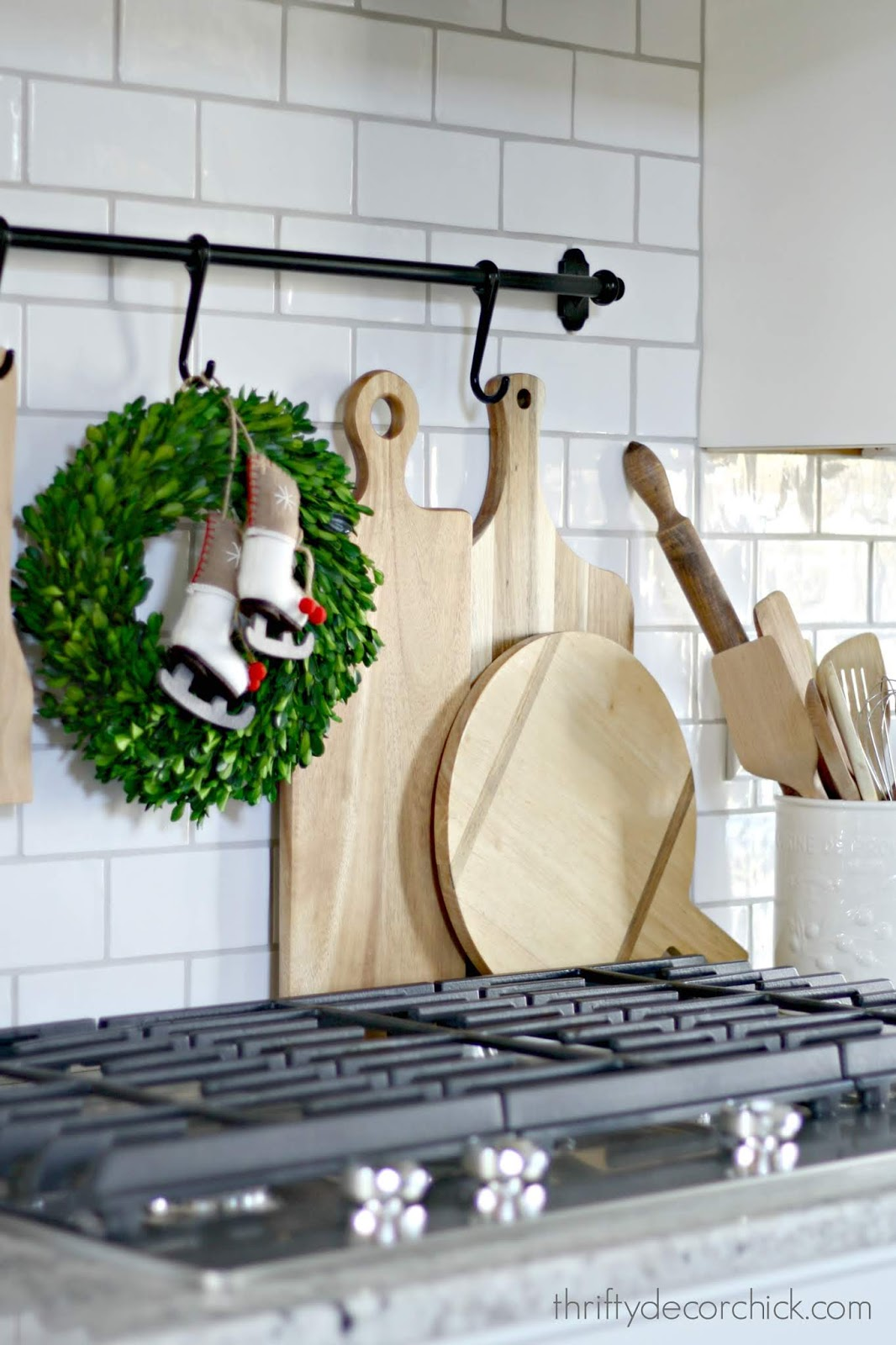 Decorating behind stovetop