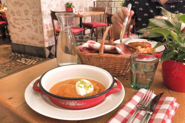 Restaurant Pest-Buda Bisztro pour découvrir des plats hongrois