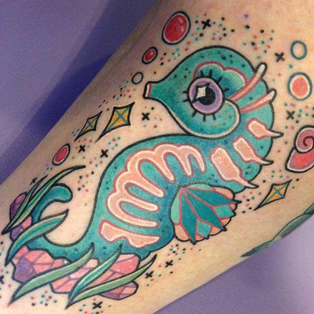 Lindo tatuaje de caballito de mar