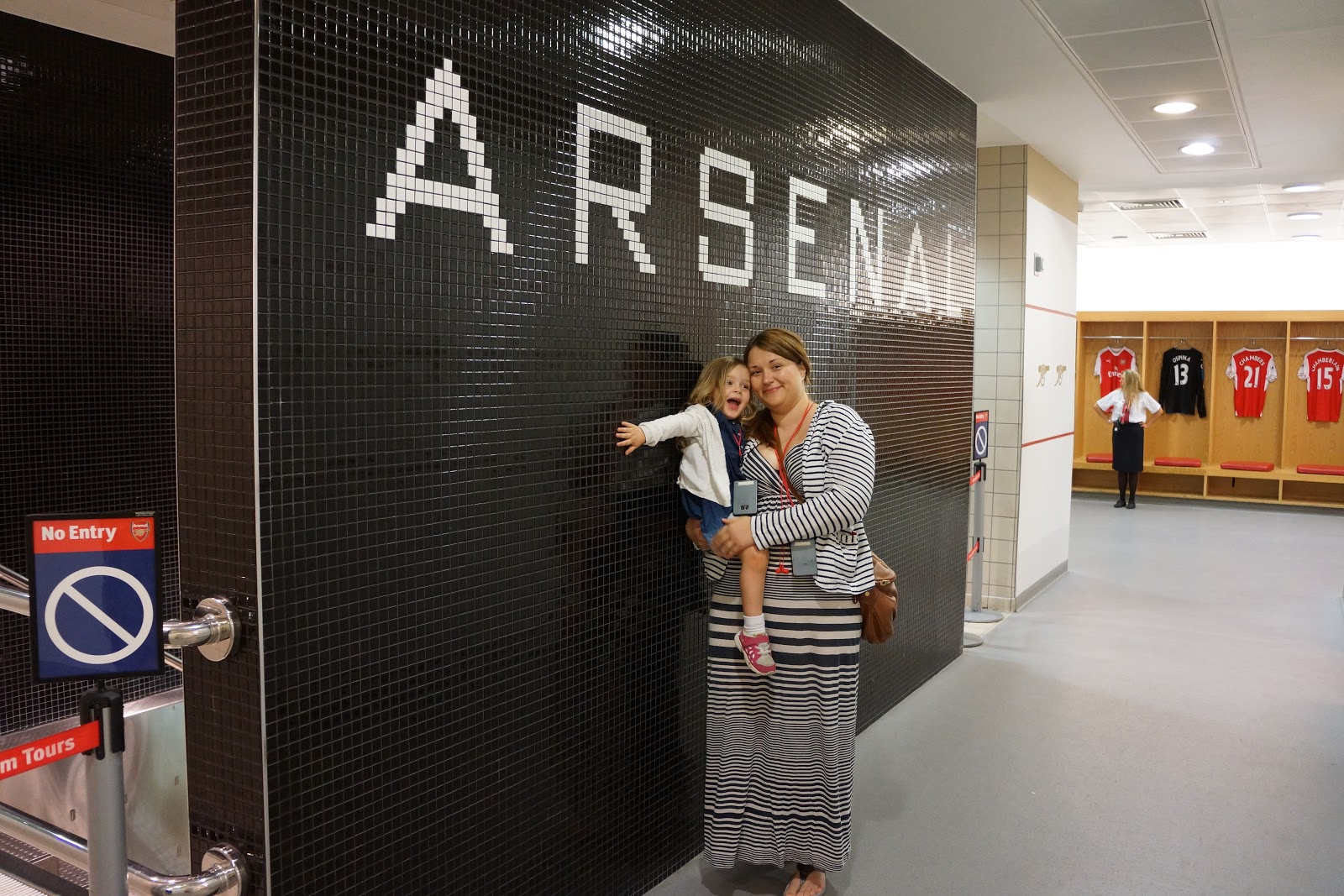 mum and daughter at Arsenal Stadium Tour players changing room