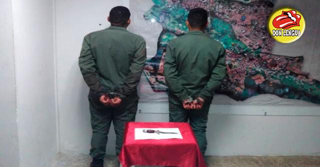 Dos militares venezolanos apuñalaron a un taxista 15 veces para robarle el carro