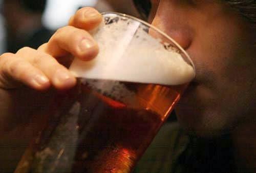 alkol alan insan