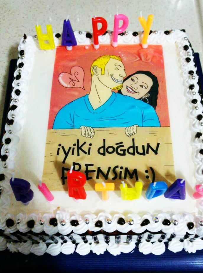 doğum günü pastası, pasta çizimi, pasta için karikatür, pastaya bastırmak için çizim, pastaya karikatür, karikatürlü pasta, Karikatür Çizimleri, komik doğum günü hediyesi,