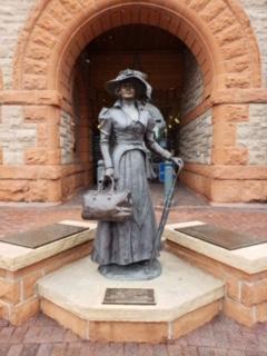 cheyenne wyoming new beginning statue