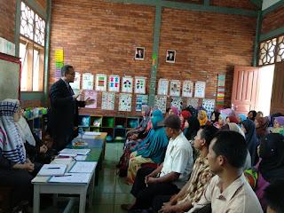 sambutan dari Ketua Majlis Guru Drs. Budi Satrio, Apt