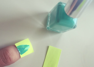 Post-it note nail art mint nail varnish