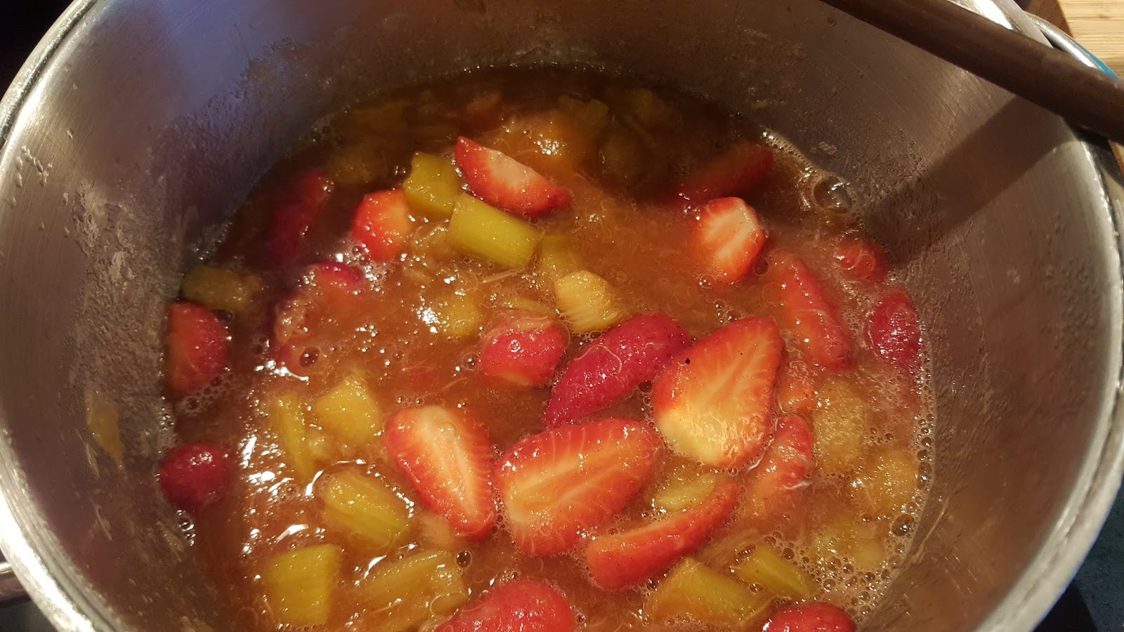 Foodoptions and Flavours: Rhubarb Strawberry Compote