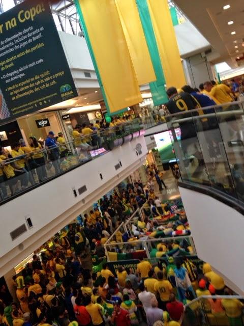 Torcida brasileira pelo Shopping Brasília