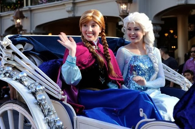 Anna Elsa Frozen animatedfilmreviews.filminspector.com