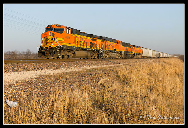BNSF 4669 leads a grain train on UP's Chester Subdivision at Flinton Station Road