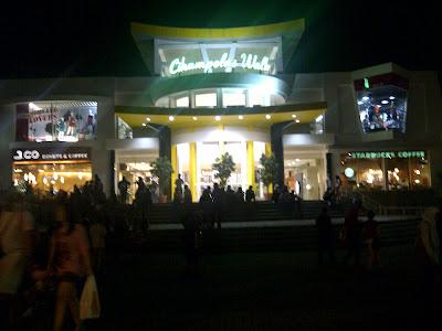 IMG 20120517 00094 Bandung, Suasana malam yang penuh gairah dan Surga para pencinta belanja