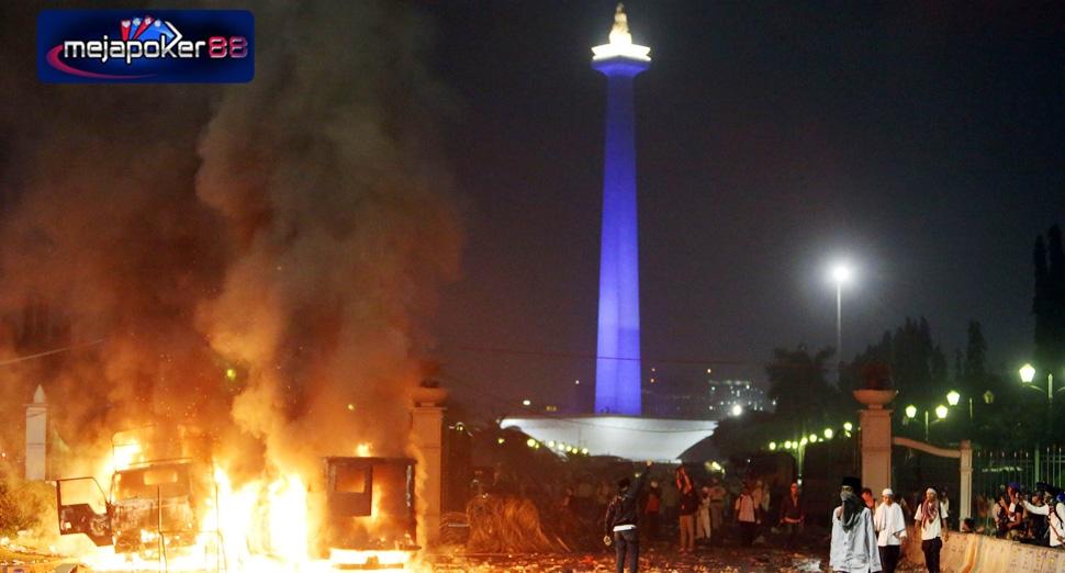 Ada Yang Pro Dan Ada Yang Kontra Demo 4 November 2016