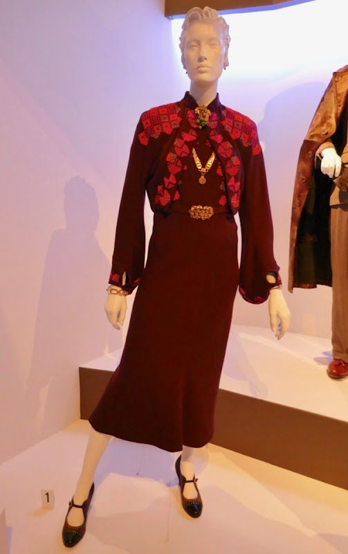 Michelle Pfeiffer Murder on Orient Express Caroline Hubbard costume