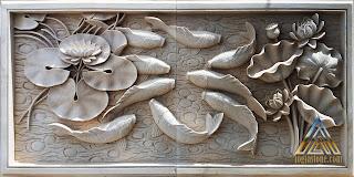 relief dinding gambar sembilan ikan koi