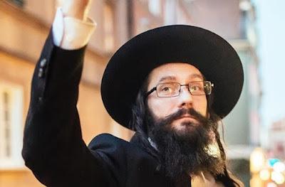 Reportero que descubrió a un rabino polaco falso fue amenazado