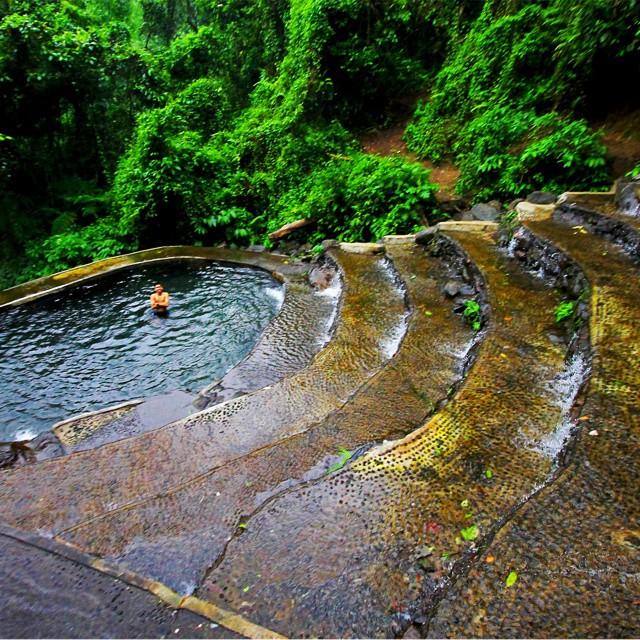 Benang Stokel dan Kelambu Waterfalls
