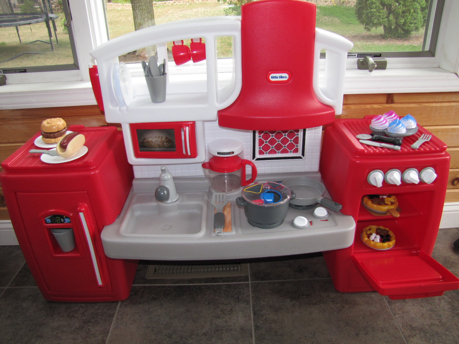 Our Kitchen Is Even Red A Mom S Balancing Act Holiday Gift Guide 2017 Little Tikes Cook