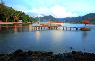 objek wisata sumatera barat pantai carocok