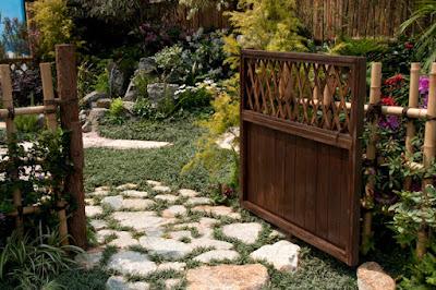 ประตูและรั้วไม้ไผ่