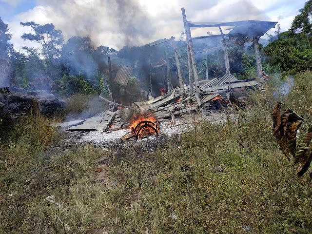 Diduga Buang Puntung Rokok Sembarangan       Gubuk Petani di Sukamaju Ludes Terbakar