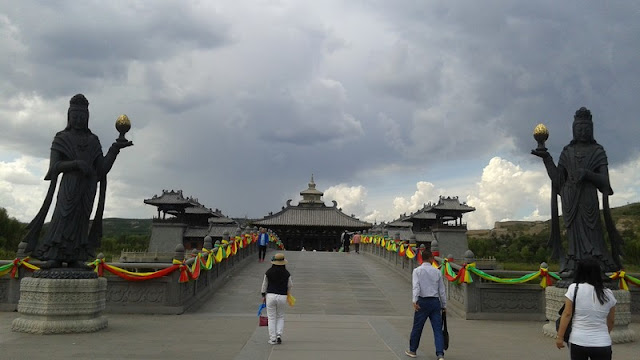 Puente de acceso al templo