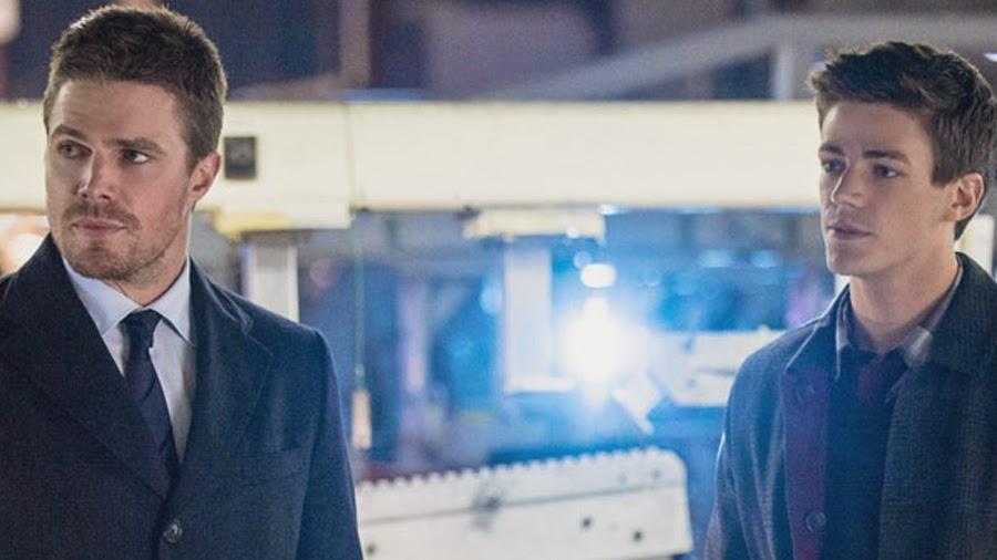 Oliver Queen şi Barry Allen în serialul Arrow