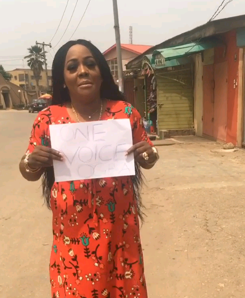 See how Helen Paul is protesting (Photo/video)