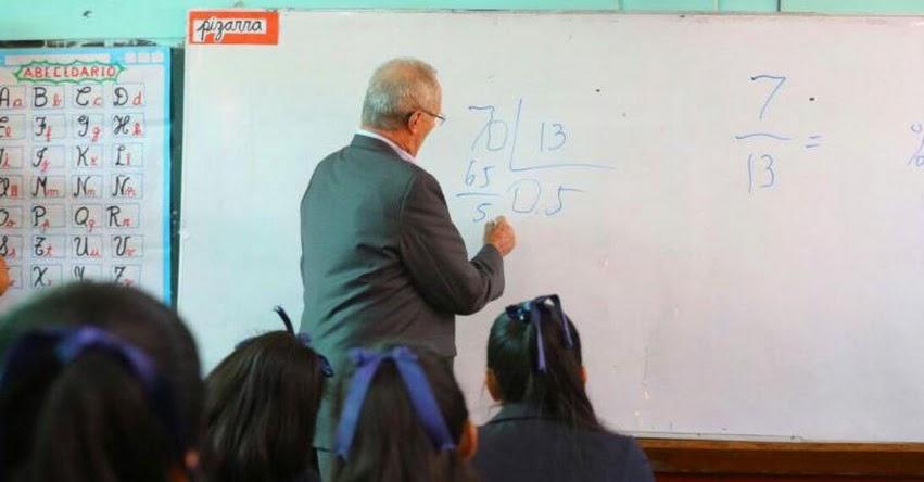Presidente Kuczynski enseña Matemáticas a alumnos de Ayacucho que destacaron en la ECE 2016