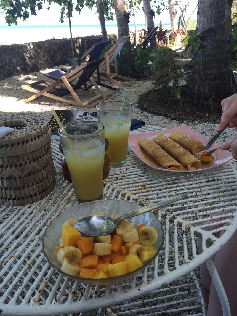PHILIPPINES : Petit déjeuner au Kiwi Dive Resort   / 5 jours sur Siquijor & Apo Island / www.by-laura.fr
