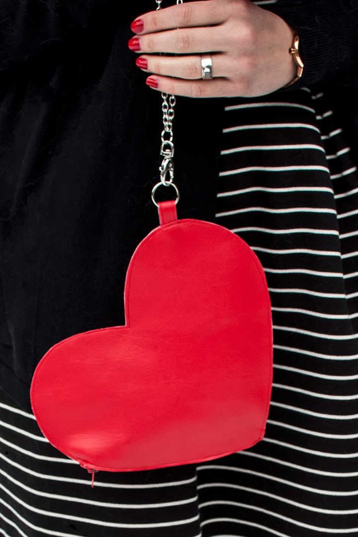 http://transientexpression.com/diy-heart-wrist-bag-tutorial/