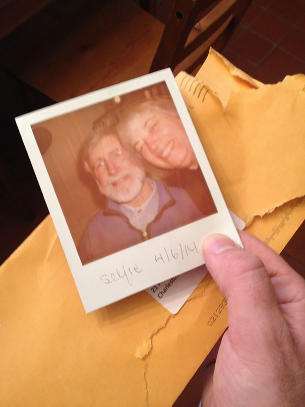 40 Photos Of The Most Hilarious Parents You Will Ever Meet - Parents Sent Me A Selfie... In The Mail