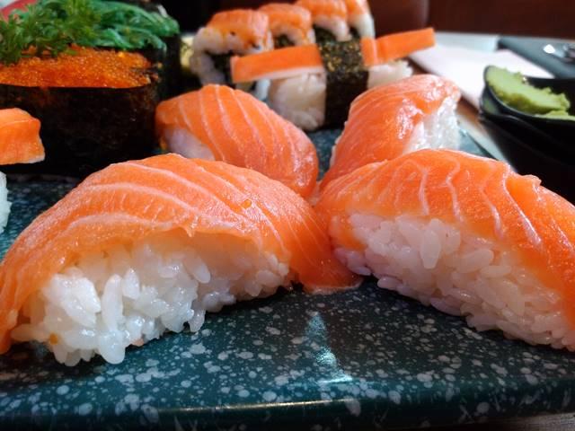 Cara Menikmati Sushi atau Sashimi Supaya Tidak Mual [Eneg]