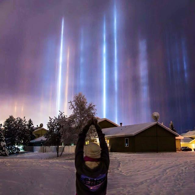 Hiện tượng quang học Light pillar - Cột sáng xảy ra vào những đêm đông lạnh giá.