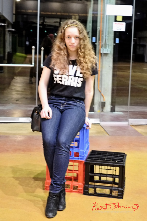 SAVE FERRIS Tee shirt teamed blue jeans, black boots and bag and those fab curly locks of hair.