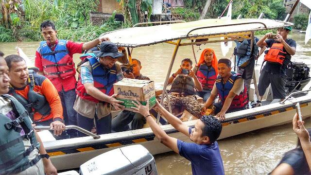 Bantu Korban Banjir, PKS Medan Susuri Bantaran Sungai Deli