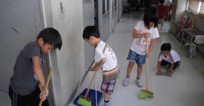 Japanese School What  these sixyearolds dont clean