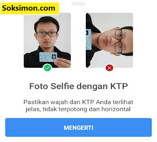 Foto selfie dengan KTP