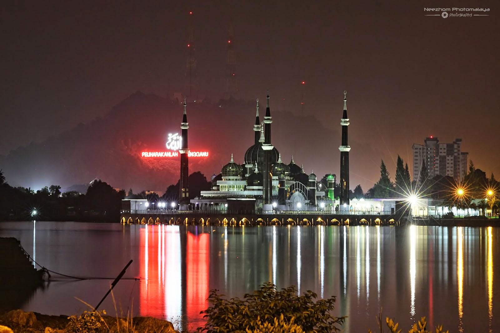 Signboard Allah Peliharakanlah Terengganu dan Masjid Kristal