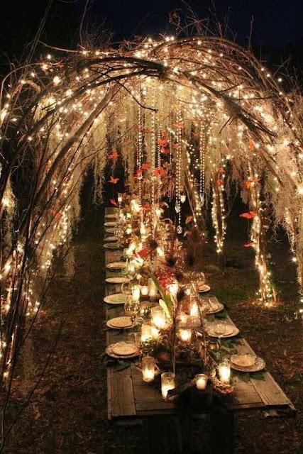 Decoración con luces colgantes para tu boda - Foto: Pinterest