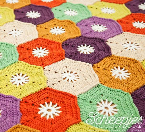 Crochet hexagon blanket, made with Merino Soft (photo by Scheepjes) | Happy in Red