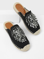 http://fr.shein.com/Rhinestone-Decorated-Cap-Toe-Flats-p-434242-cat-1881.html