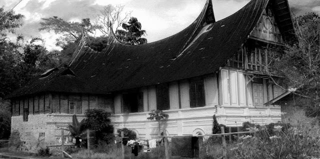Rumah Gadang Sebagai Monumen Sejarah Keluarga