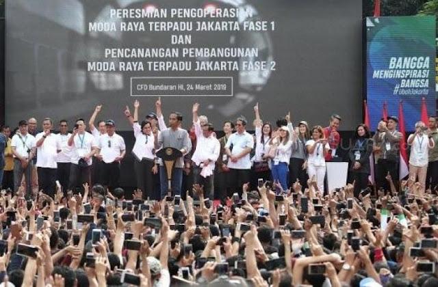Jokowi Minta Warga Tunjuk Jari Saat Peresmian MRT