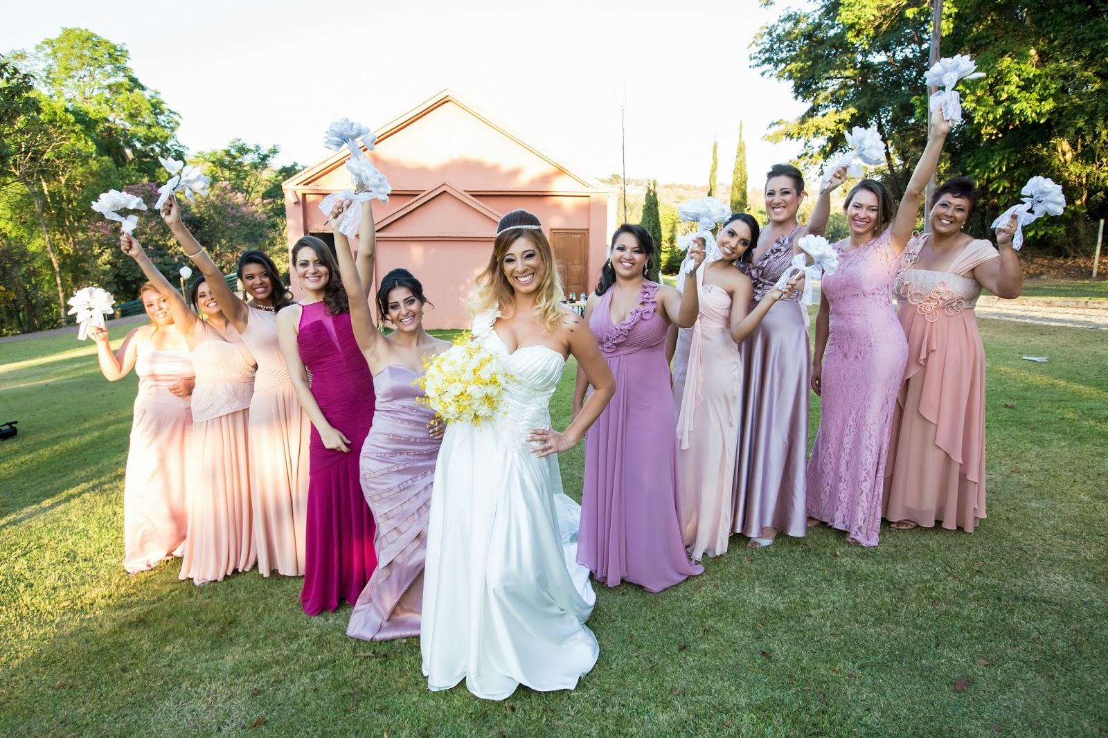 noiva - madrinhas - foto madrinhas - madrinhas vestido mesma cor - casamento de dia - casamento ao ar livre