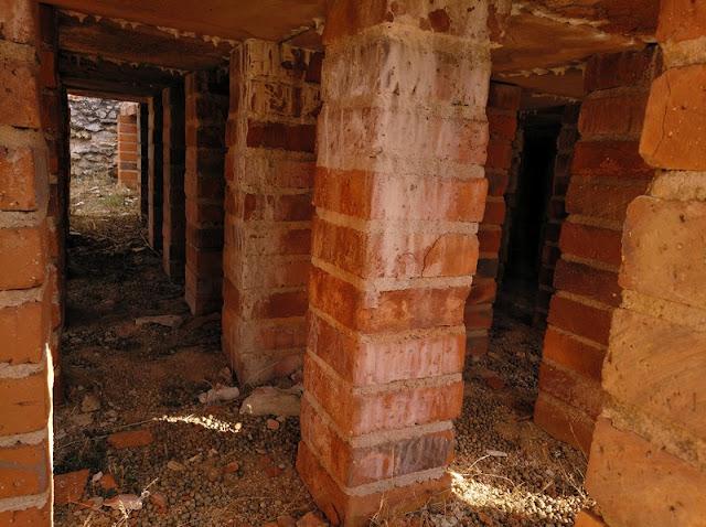 Pilastras de calefacción en el Edificio Termas Los Arcos I de Clunia