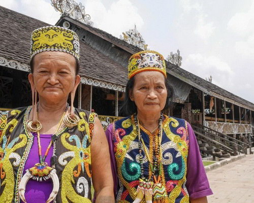 Tinuku.com Travel Pampang village, an indigenous Dayak Apokayan and Kenyah around Lamin house for cultural performances