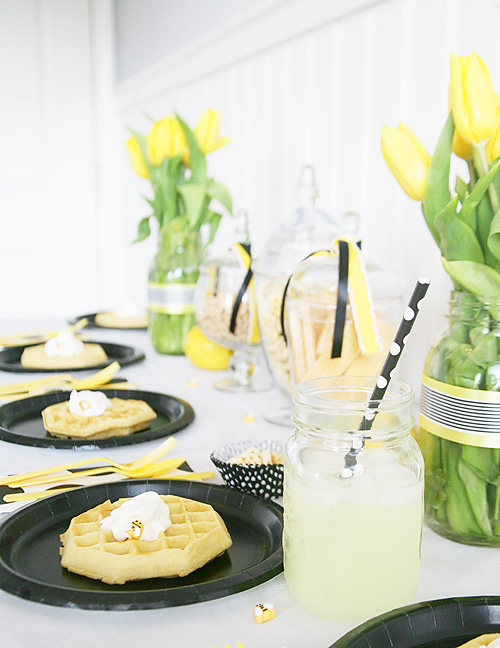 Bee themed brunch. Easy bee themed party food and drinks.