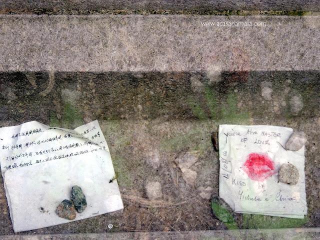 Tumba Oscar Wild no cemitério Père-Lachaise