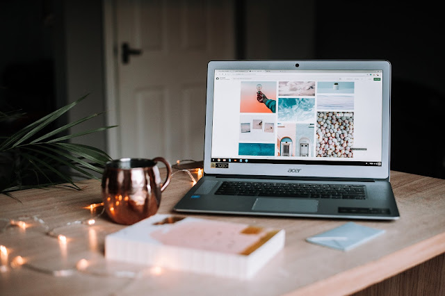 "<img src=""how to start blogging"" alt=""make money with blogging""/>"