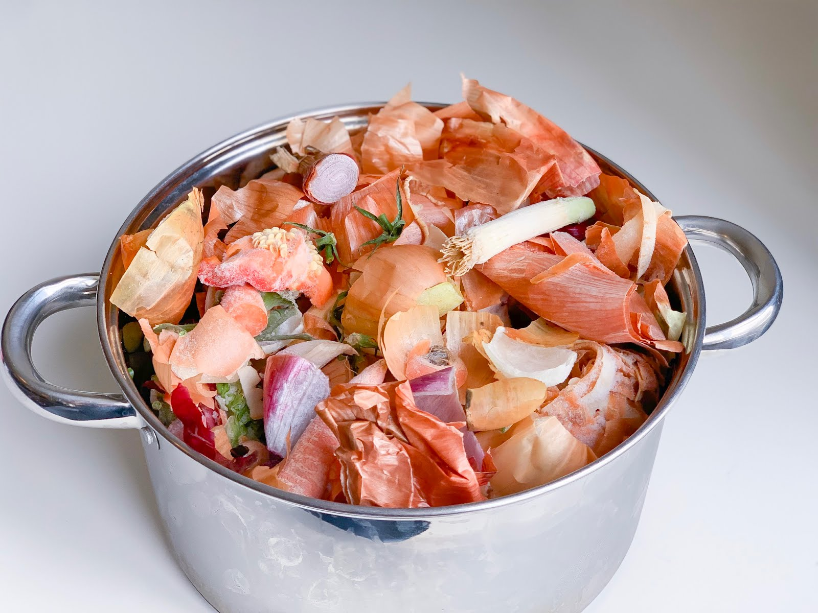 Easy, Frugal & Vegan Plant-based Penny Stock Recipe (Vegetable Scrap Broth)